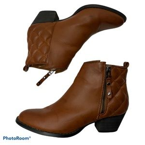Steve Madden Quilted Back Ankle Boots size 5.5